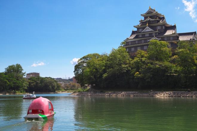 오카야마성과 복숭아 보트.jpg